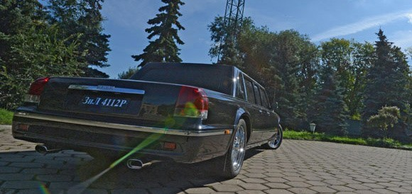 zil presidential limousine with muffler and a v8 engine